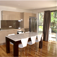 New luxury accommodation for couples learning English in Byron Bay